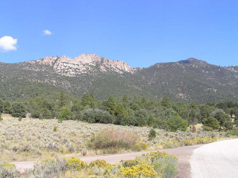 Gardner Peak (right) from trailhead (09-26-2011)