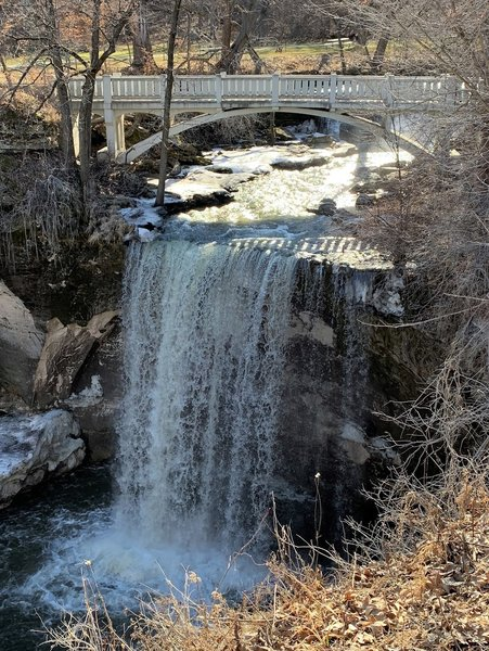The lower falls and dividing bridge from trail to basin.