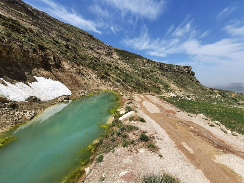 Approaching Tannourine
