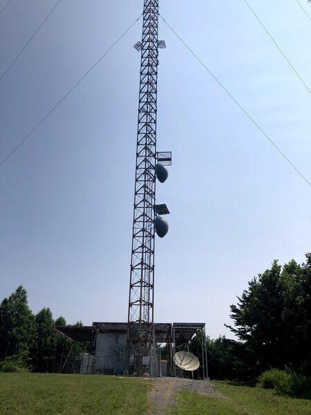 Antennae array at the top of Bear Mountain.