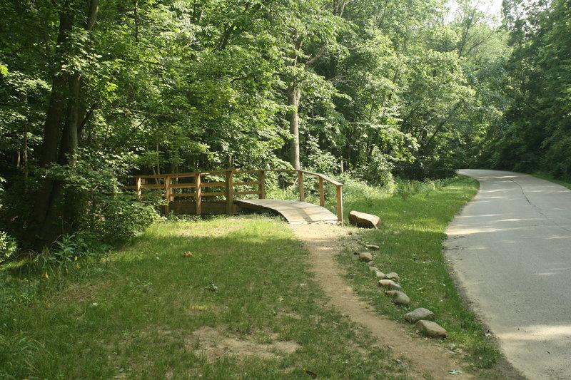 Head left across this bridge to head up the Schoen Connector.
