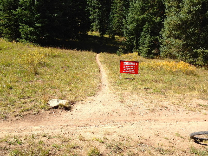 Yer gonna die!  Well, probably not, but a stern warning from Vail resort anyways...  This is where Cougar Ridge Trail branches off of Grand Traverse.