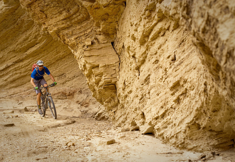 The lower section of Lipan Canyon has some big walls and a wide sandy bottom,