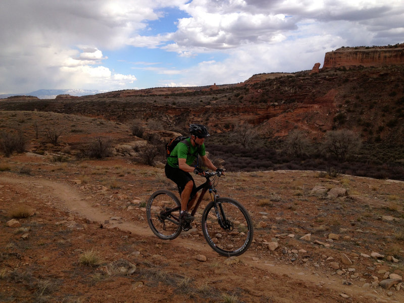 Rolling along the singletrack section nearest the edge of the rim.