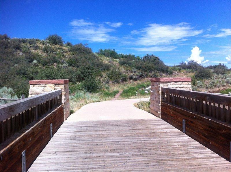 Start of the Moore Open Space trail singletrack, taken from bike path bridge over Maroon Creek Rd.
