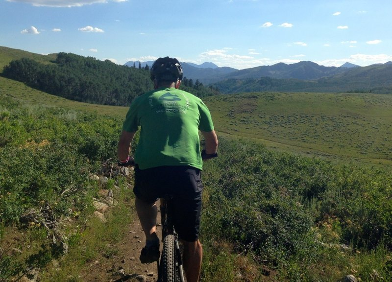 Smooth singletrack and lovely scenery along Flagstaff Loop.