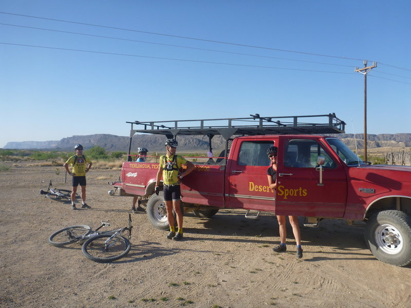 Desert Sports Sunday morning ride getting ready to roll out.