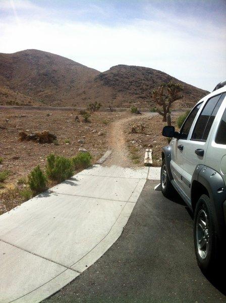 Badger Pass Trail start from parking