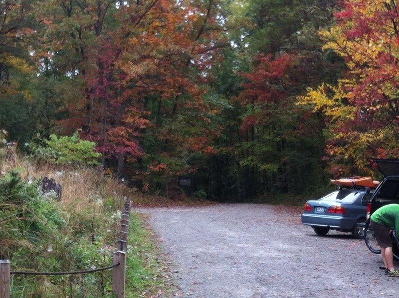Fall foilage at trailhead.