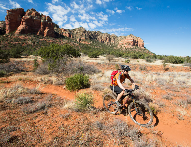 A little stretch of singletrack in the Bell Rock area.