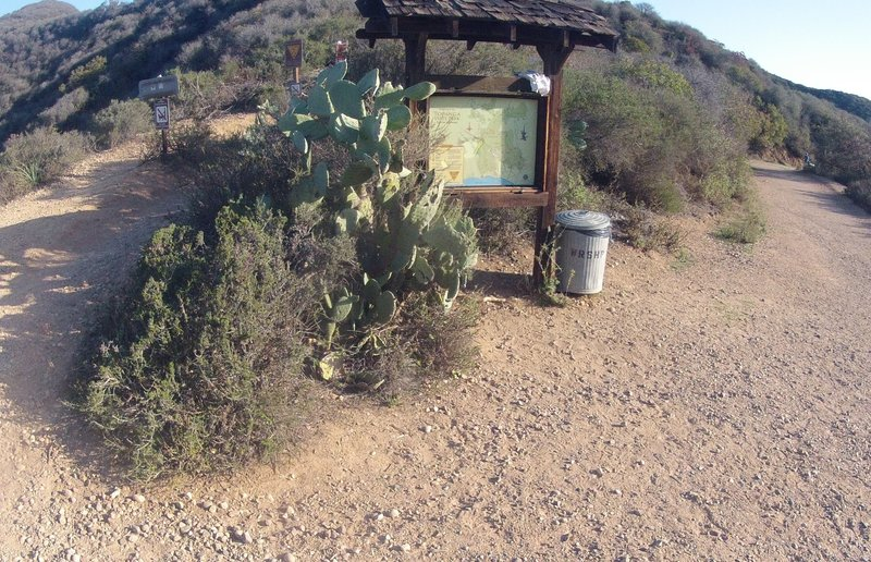 The beginning of the Backbone Trail, at the top of Inspiration Loop Trail in Will rogers State Park.