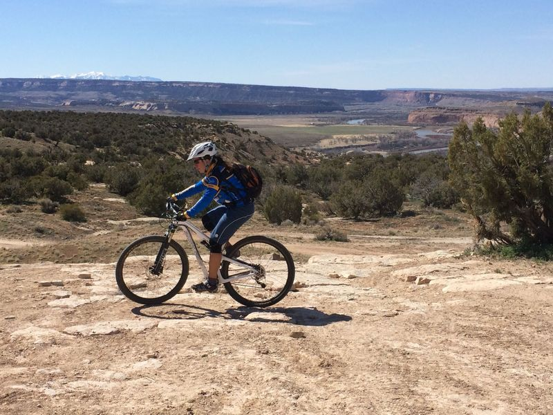 """The """"four corners"""" intersection and start of the Western Rim trail."""