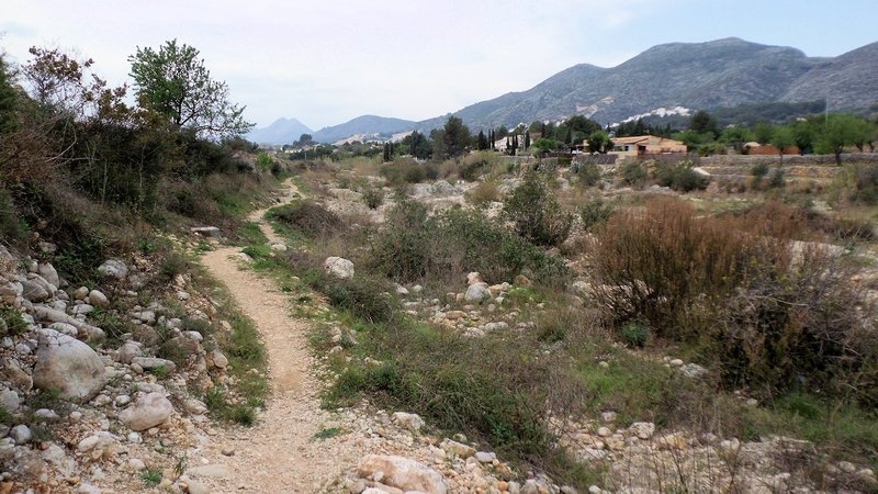 Singletrack along the dried river bed