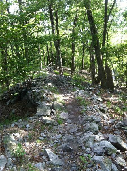 Rocky ridge trail after the fire tower, before a big drop