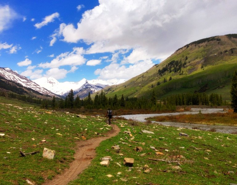Easy singletrack that follows along the West-side of the Slate River.