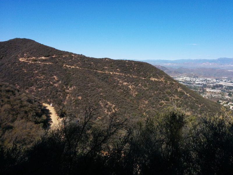 Rosewood trail as seen from Los Robles trail. The dirt road crossed by Los Robles trail is shown at the bottom left.