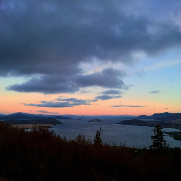 Dawn on Buzzard Trail, overlooking Klamath Lake to the north.