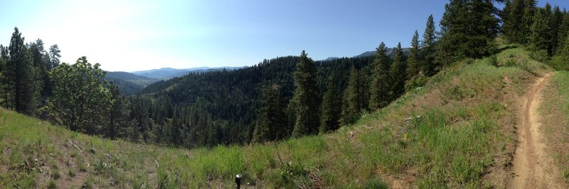 Great ridge view on Freund Climb looking down at Leavenworth.
