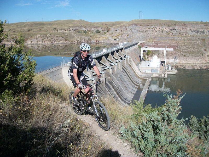 Cochrane Dam view along the trail.