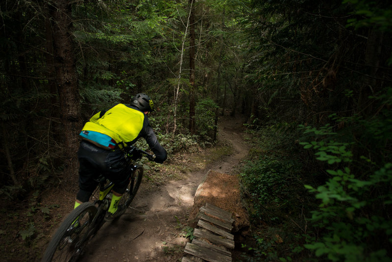 Cruising the old school singletrack on One Liner.