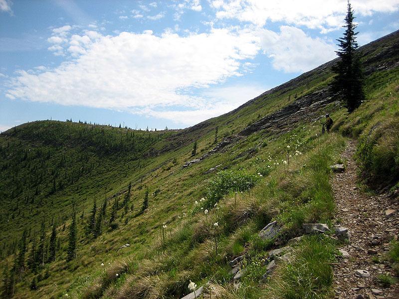 Climbing to Keno Pass.