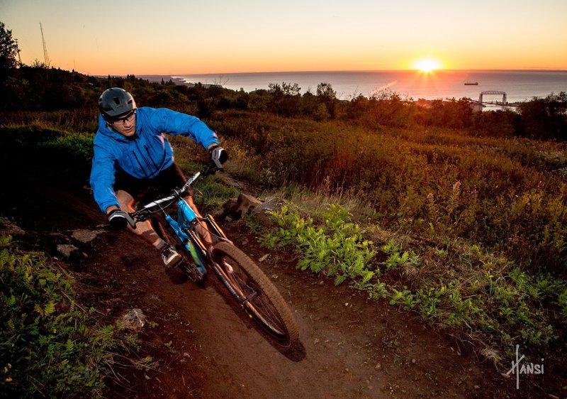 Photo credit: Hansi Johnson.<br> Ripping down the Observation Hill trail at sunrise.