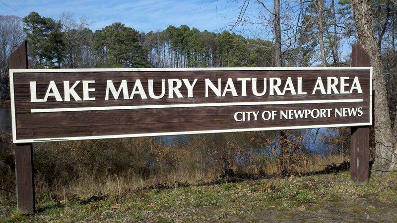 Lake Maury Sign / parking / trailhead