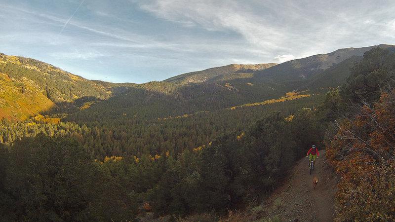 The Rainbow Trail isn't short on views...
