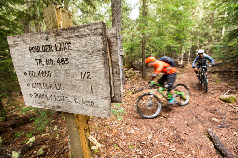 The turn-off to Boulder Lake Trail while riding south on Crane Creek Trail.