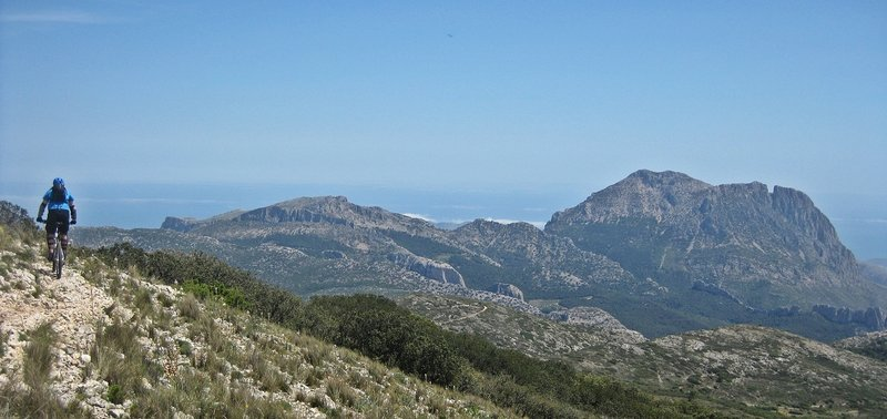 Ponotx, Puig Campana, Penyó Divino... the great wall of the Alicante's Mountains are here.