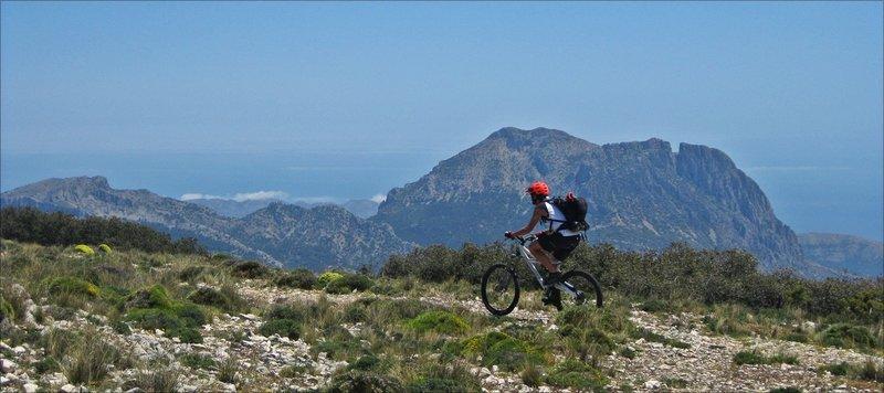 Great views to Puig Campana and the coast of Benidorm.