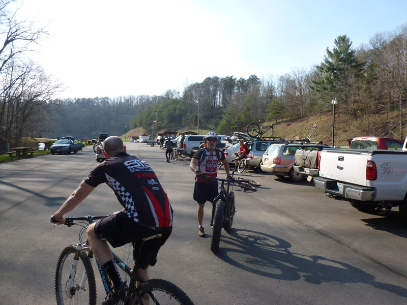 Wednesday night in the Mountwood Lake Marina parking lot before the group rides begin.