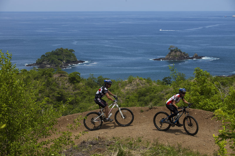 Open section of Las Catalinas trail with Pacific and Pitahaya islands in background.