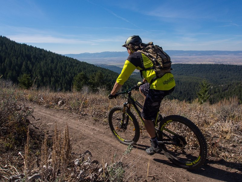 Rider Mitch Prissel climbing up Action Jackson with views of Teton Valley, Wydaho. Photo: Dana Ramos - Instagram: @dnasince1979