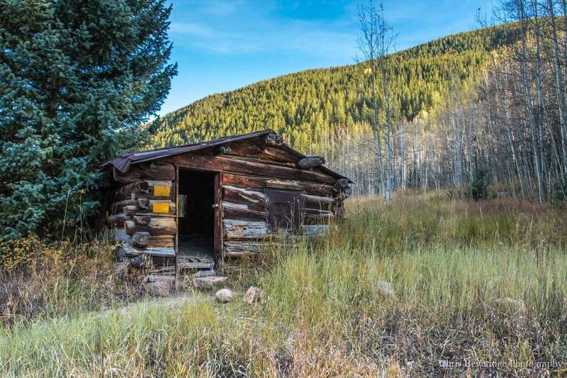 A cabin just off the trail.