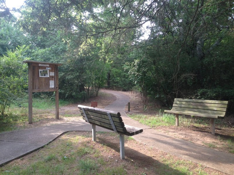 Well maintained trailhead with updated maps.