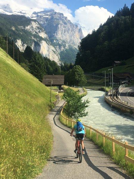 Headed into Lauterbrunnen.