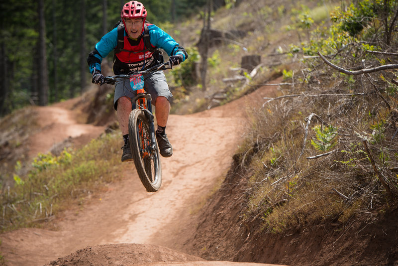 David Stiles finds just the right amount of pop on the Kleeway trail in Post Canyon, OR.