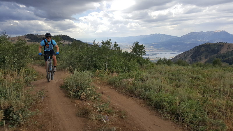 Pineview in the background. This trail is a lot of fun. Great for beginners and a flowy blast for the experienced.