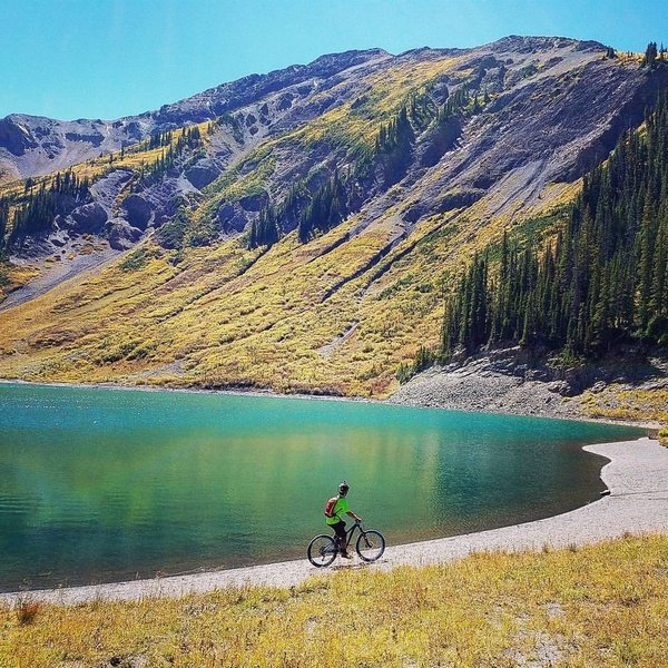 On the way to 401 Trail - Emerald Lake is a must stopover!!