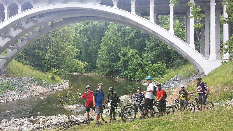 MVD Mountainbikers posing at the Route 40 bridge