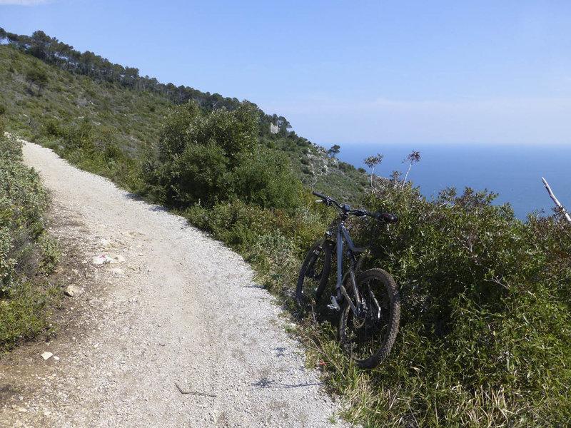 The 24 Ore di Finale Ligure Singletrack hugs the side of a mountain high above the Ligurian Sea.