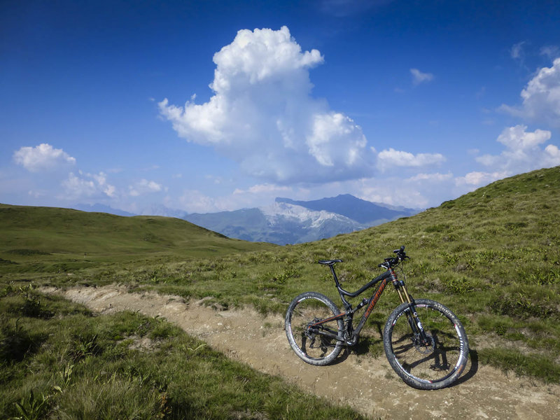 Expect typically smooth singletrack running through the Durannapass, with Austria in the background.