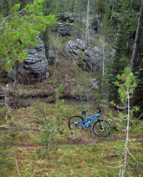 There are large rock features to be found in the bottom of the drainages.