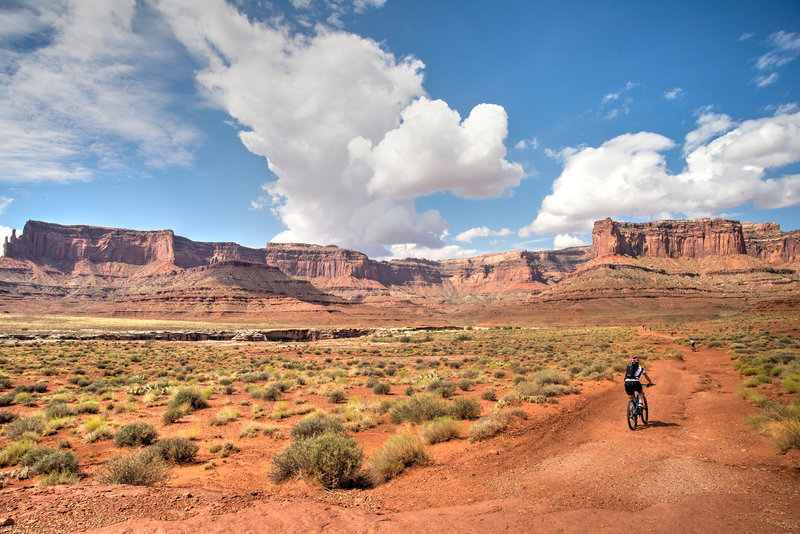 On day 1 of the White Rim Trail in Canyonlands NP, the views are already otherworldly.