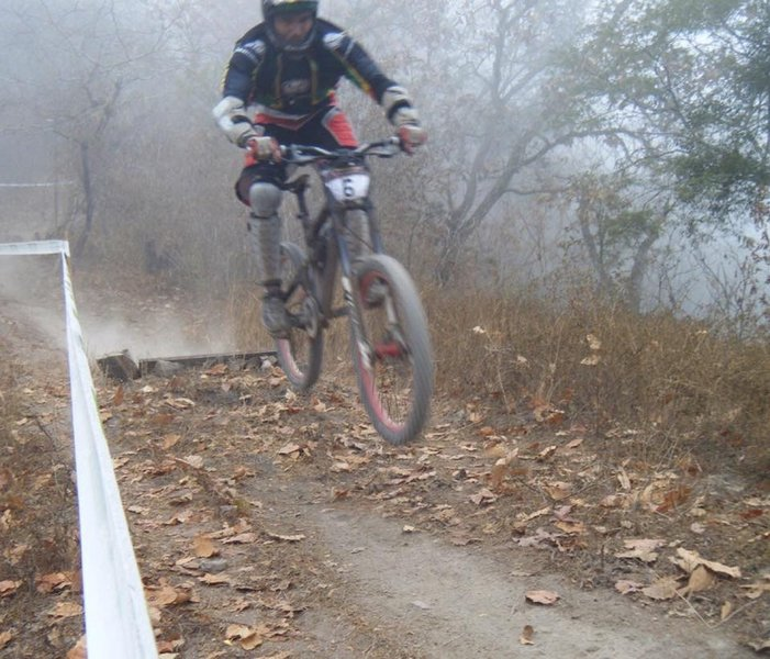 Fabricio launches a low sender during his race run.