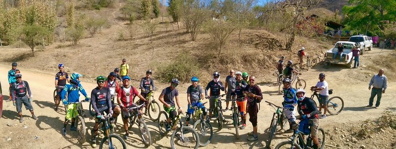 Group photo before everyone takes   ENVA Endureros Vallarta El Jorullo, Jalisco Mexico.