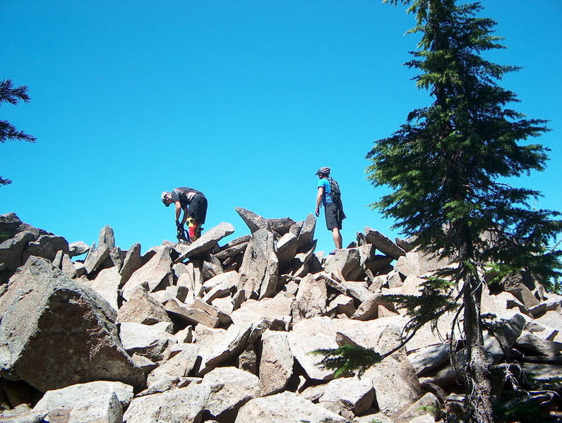 The spectacular rock pile halfway along the Gunsight Ridge Trail