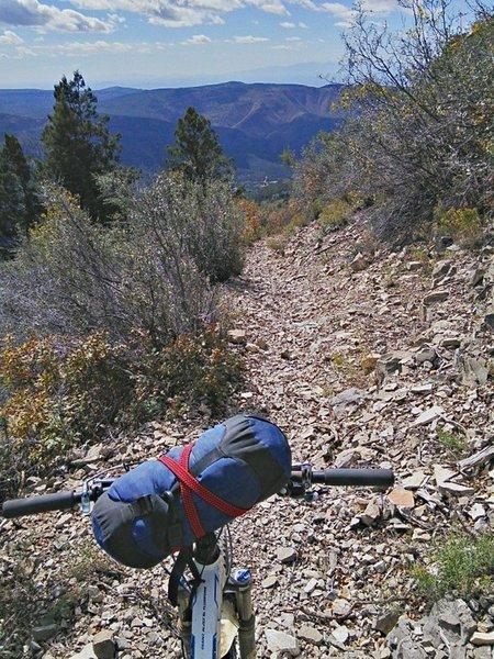 Steep descent on coarse gravel.