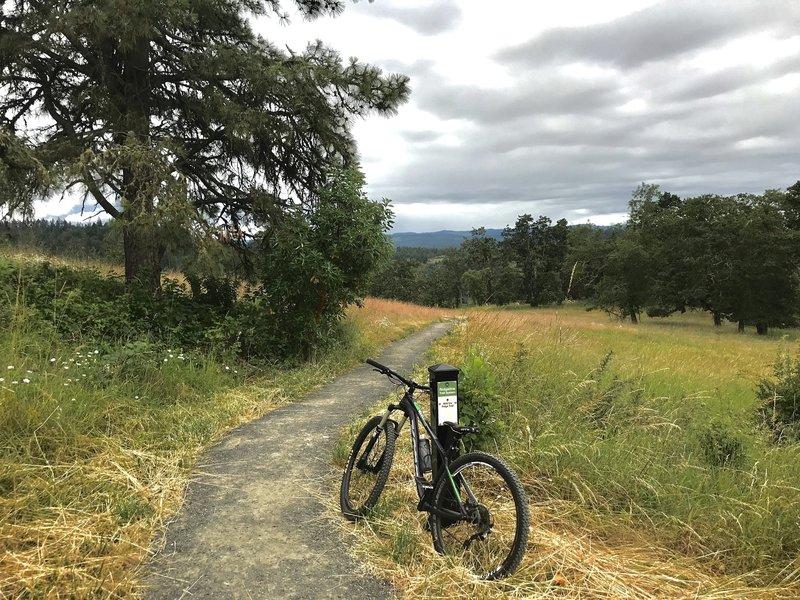 Trailhead at top of Iris Ridge trail